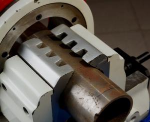 Зажимные тиски орбитального трубореза R8